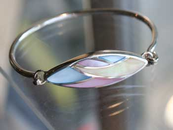 bangle with mosaic pattern of mother of pearl