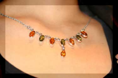 lady wearing oval drop amber necklace